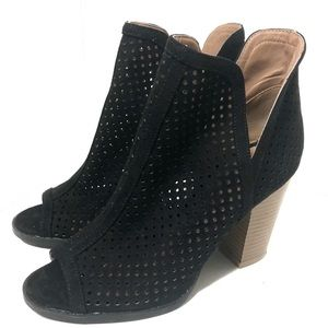 Qupid laser cut peep toe ankle booties size 6